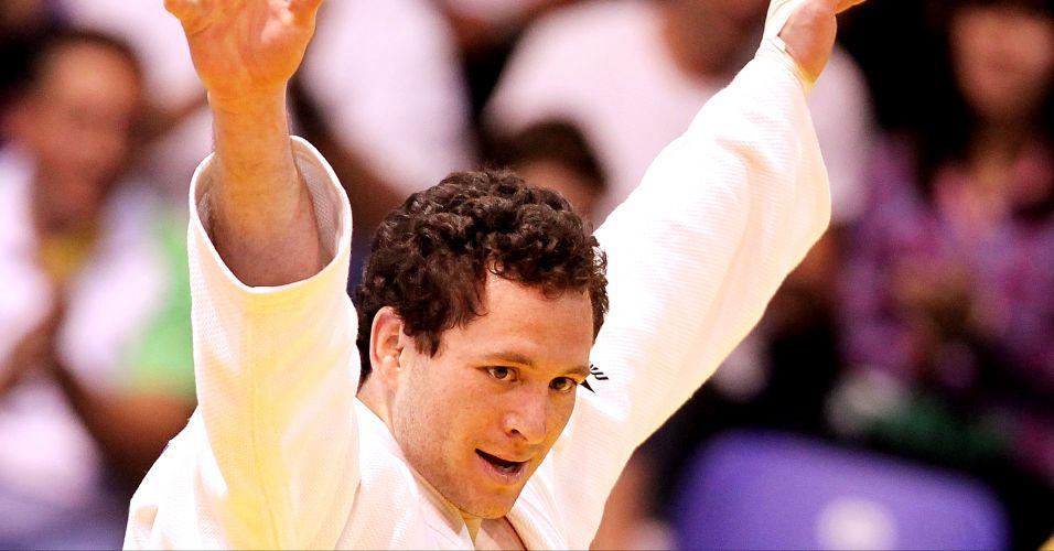 Tiago Camilo comemora após confirmar o ippon e garantir a medalha de ouro no Pan