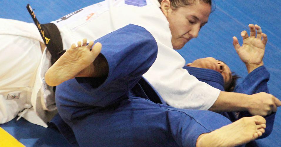 Mayra Aguiar segura a argentina Lorena Andrea Briceño para conseguir o bronze no Pan
