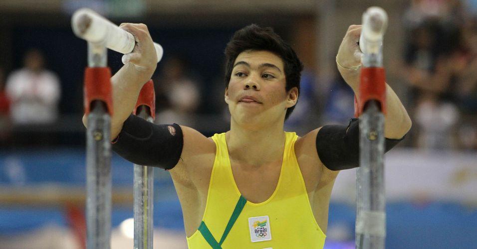 Sergio Sasaki ficou com o quinto lugar na disputa das barras paralelas das finais por aparelhos