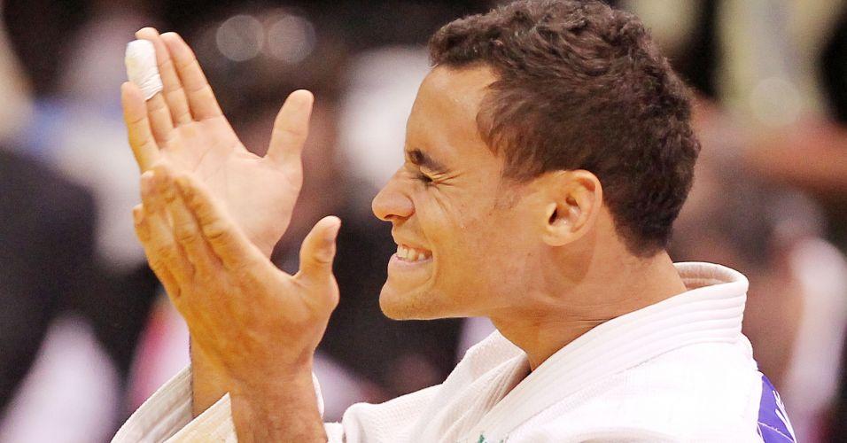 Bruno Mendonça comemora a vitória sobre o argentino Alejandro Clara; brasileiro conquistou a medalha de ouro na categoria 73kg