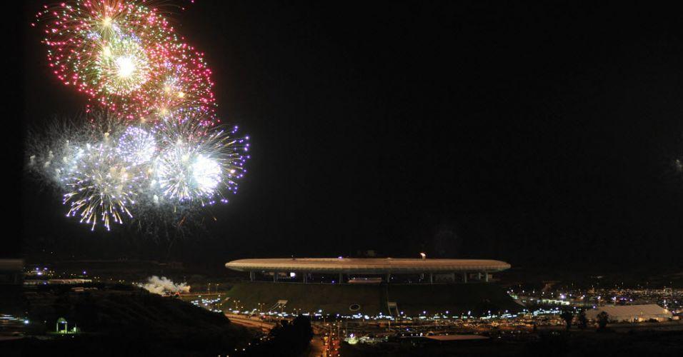 Fogos de artíficio iluminam Guadalajara no encerramento do Pan