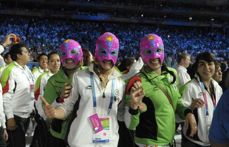 Mascaradas, atletas comemoram em desfile que marca o fim dos Jogos Pan-Americanos de Guadalajara