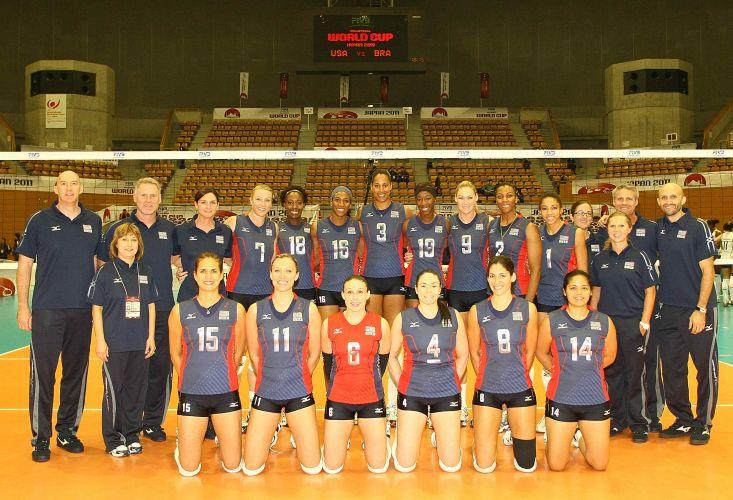 Jogadoras dos Estados Unidos posam para a foto oficial da equipe antes da estreia ante o Brasil