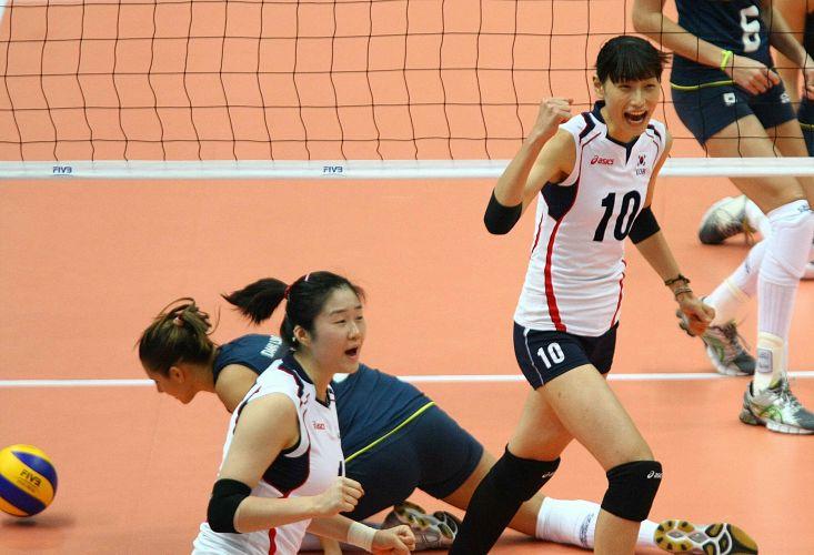 Com Dani Lins no chão, coreanas comemoram ponto na derrota para o Brasil por 3 sets a 2, na quarta rodada da Copa do Mundo de vôlei