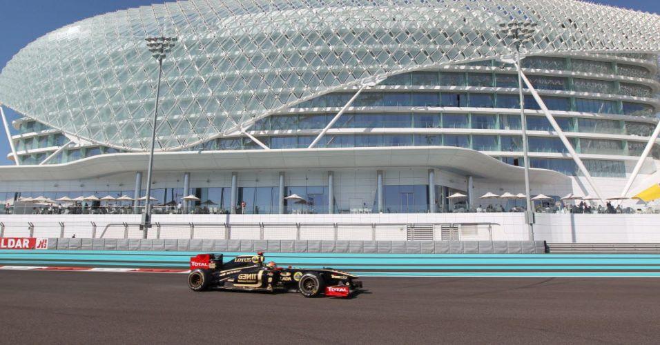 Romain Grosjean conduz o carro de Bruno Senna durante treino livre para o GP dos Emirados Árabes