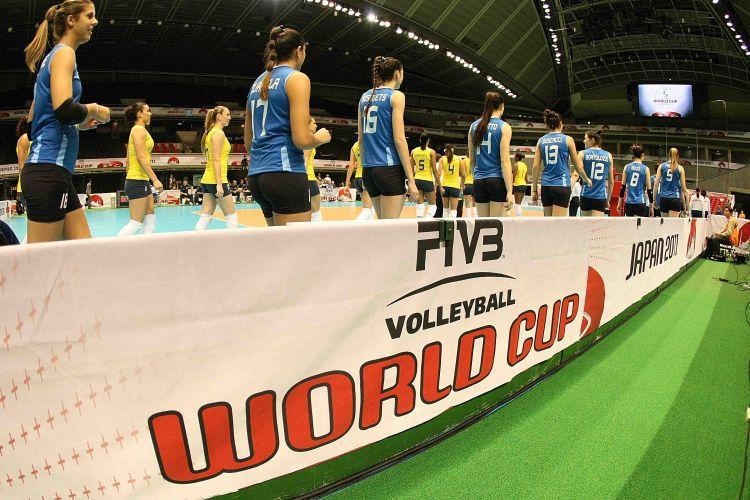 Brasileiras e argentinas entram em quadra para a partida, nesta quarta-feira; campeãs olímpicas venceram por 3 sets a 0 e voltaram a vencer após duas derrotas