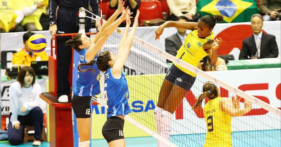 Fabiana ataca contra o bloqueio argentino e pontua para o Brasil na vitória sobre as hermanas