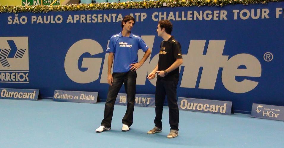 Bruno Senna pega conselhos de Thomaz Bellucci sobre o jogo de tênis após bate-bola