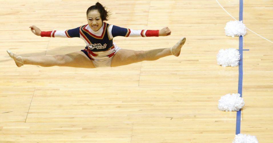 Chonesa mostra elasticidade durante salto na disputa do Mundial de líderes de torcida, neste sábado