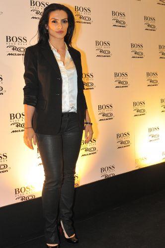 A atriz Cléo Pires compareceu à festa da McLaren na zona sul de São Paulo