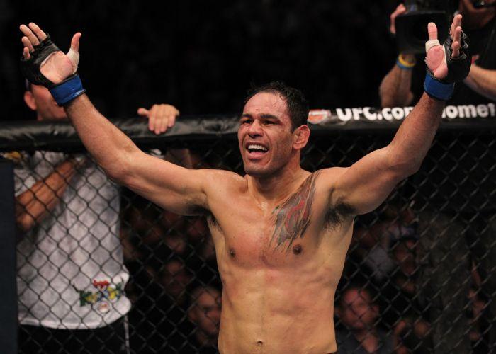 Após duas derrotas, Rogério Minotouro volta a saborear um triunfo no UFC, com um nocaute sobre Tito Ortiz em Toronto, na edição 140 do Ultimate