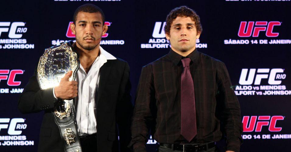 Campeão dos penas, José Aldo posa ao lado de Chad Mendes após coletiva para a segunda edição do UFC Rio