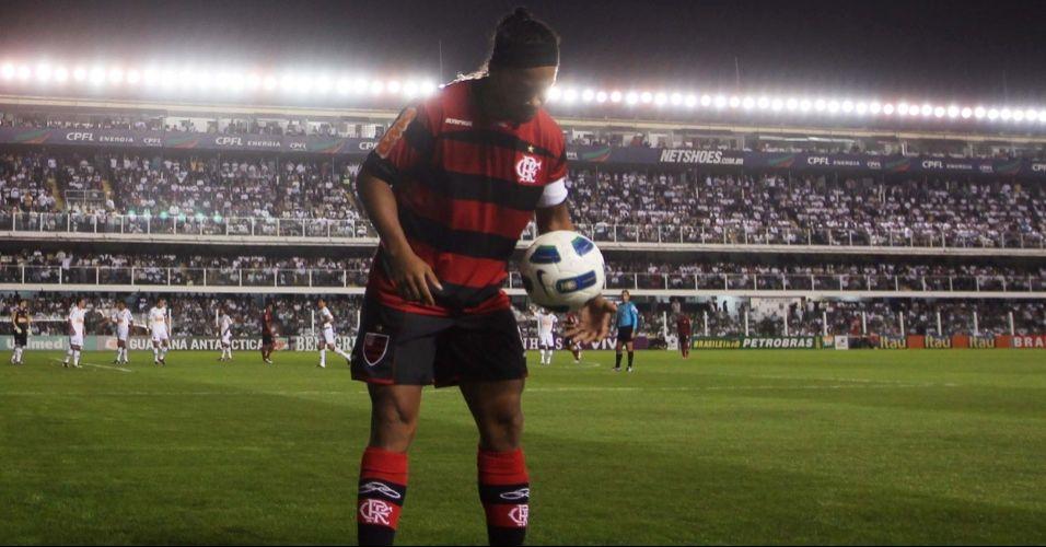 Santos 4 x 5 Flamengo, Campeonato Brasileiro. Um dos jogos mais comentados dos últimos anos. O Santos do inspirado Neymar abriu 3 a 0, com direito a golaço na arrancada do craque santista. Ronaldinho Gaúcho, igualmente em forma, reagiu e colocou o Fla na frente.