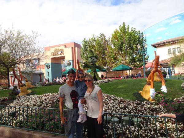 Léo Moura, do Flamengo, levou a família para a Disney nas férias.