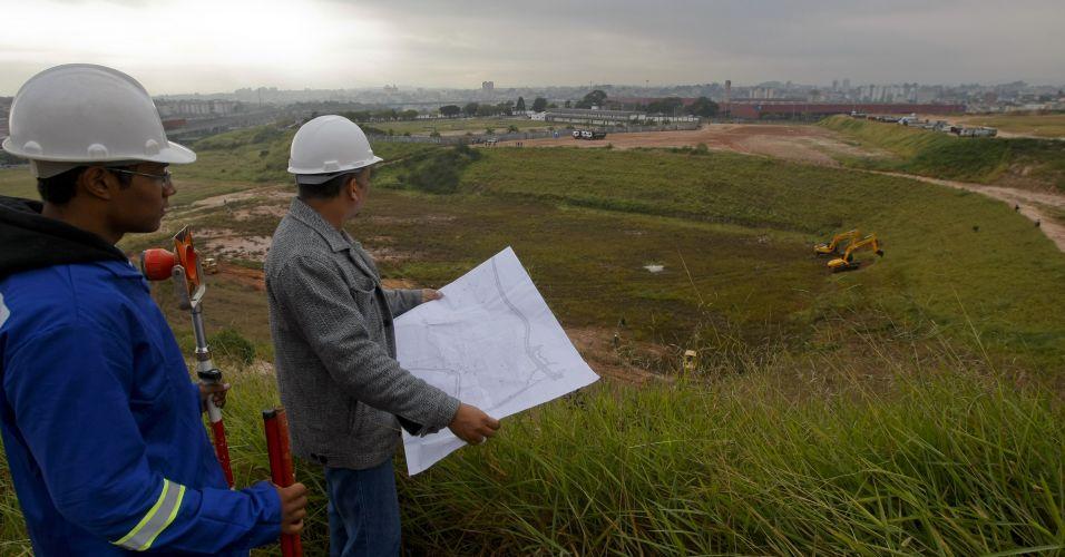 Trabalhadores iniciam obras no Itaquerão