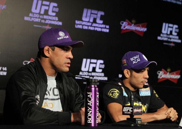 Vítor Belfort e José Aldo falam aos jornalistas durante coletiva do UFC Rio nesta quinta-feira