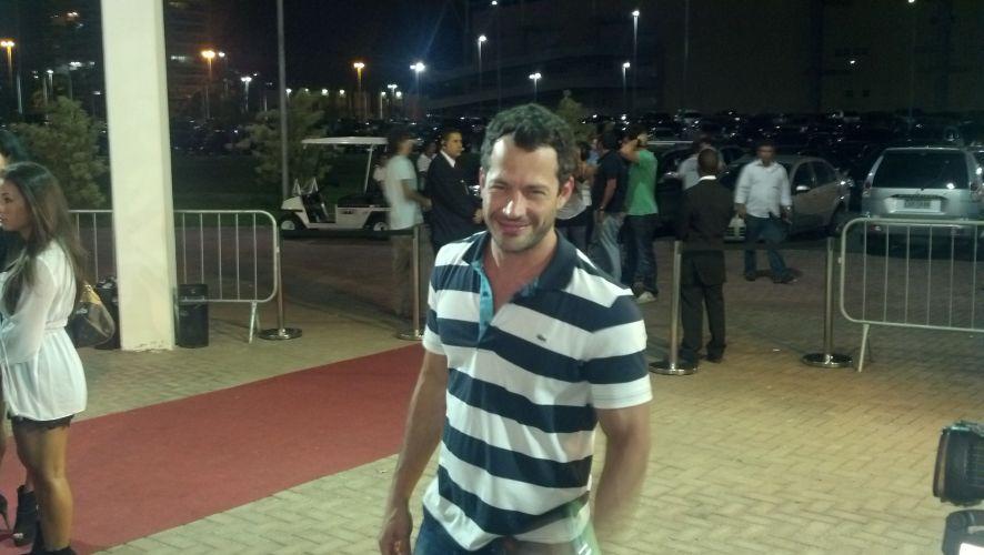 Ator Malvino Salvador, que irá interpretar o lutador José Aldo no cinema, entra no HSBC Arena para acompanhar as lutas do UFC 142