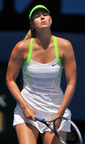 Contra Jamie Hampton, Maria Sharapova só perdeu um game e se classificou para a próxima fase do Aberto da Austrália