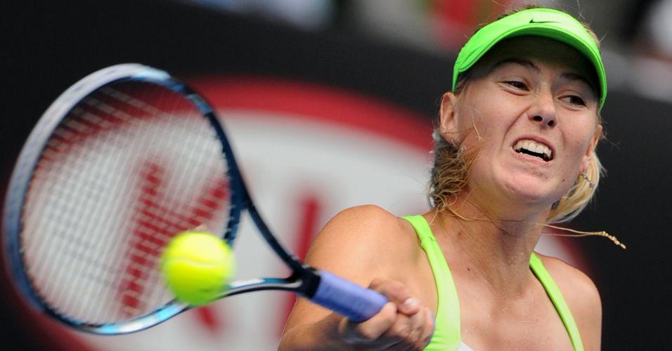 Sharapova atropelou Angelique Kerber no 1º set, evitou reação da rival na parcial seguinte e avançou às oitavas de final