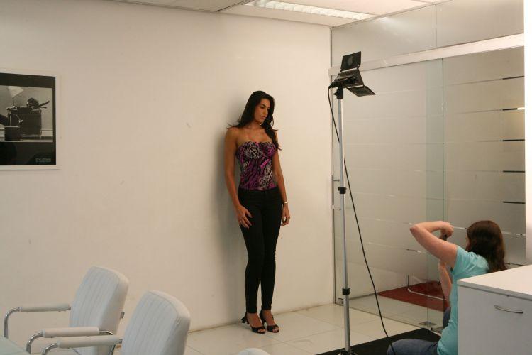 Luciane Escouto, jogadora de vôlei de 24 anos, é clicada para o teste de modelos da Ford Models. A atleta foi eleita a