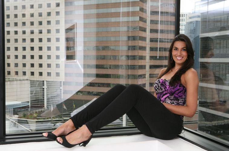 Luciane Escouto faz pose para foto na agência de modelos Ford Models. A jogadora de vôlei ganhou um concurso de beleza no Rio Grande do Sul.