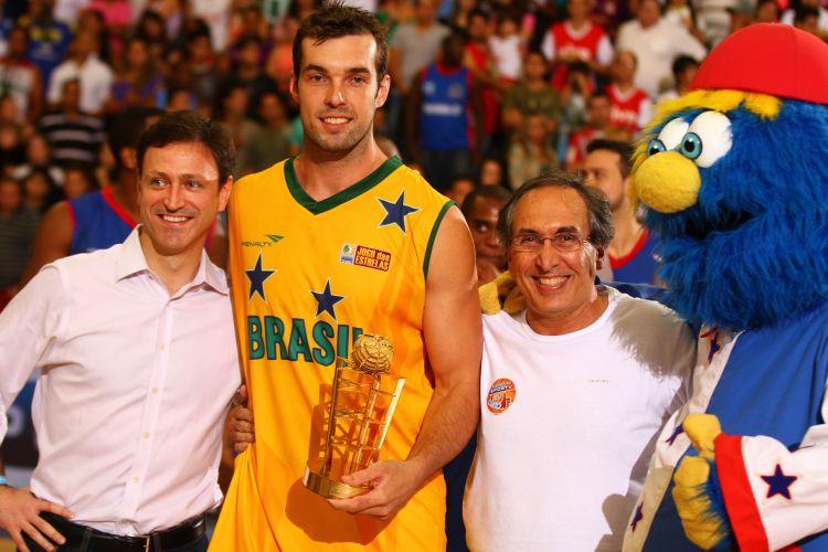 Murilo foi eleito melhor da partida, na vitória do time brasileiro contra os estrangeiros