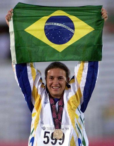 No salto em distância, Maurren Maggi conquista o primeiro ouro do Brasil em Winnipeg