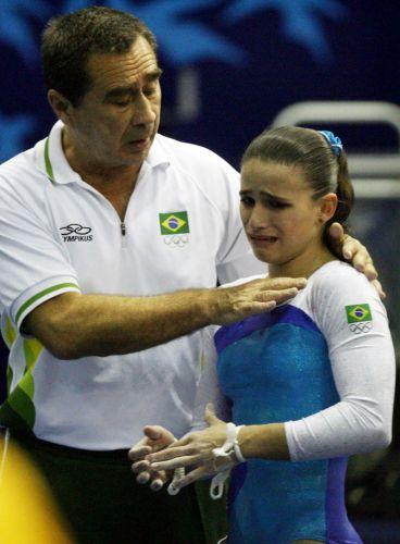 Jade Barbosa tinha apenas 16 anos e terminou o Pan do Rio com três mdelhas: ouro nos saltos, prata por equipes e bronze no solo. Mas as falhas também serão lembradas. Diante de erros, a ginasta desabava e começou a construir a fama de 'chorona'