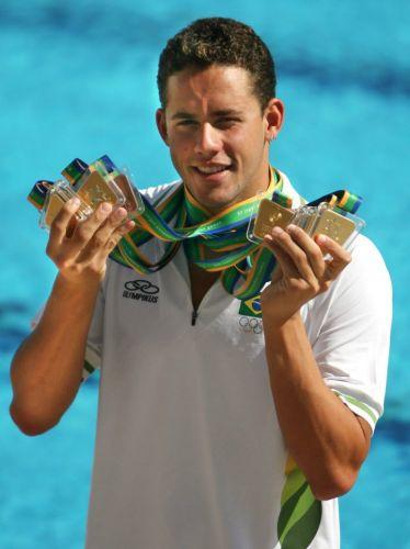 Com seis ouros (200m e 400m medley, 200m costas, 200m peito, 4x100m e 200m livre), uma prata (4x100m medley) e um bronze (100m costas), o nadador Thiago Pereira terminou o Pan do Rio como a grande sensação brasileira
