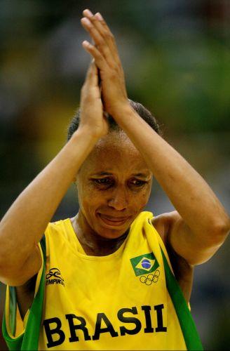 A derrota para os EUA na final marcou a despedida da jogadora Janeth das quadras. A medalha de prata finalizou a trajetória de 20 anos de um dos principais nomes do basquete nacional