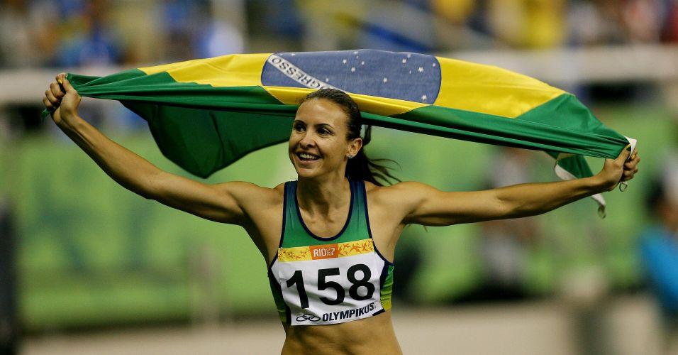 Após ficar fora de Santo Domingo-2003 suspensa por doping, Maurren Maggi dá a volta por cima e conquista a medalha de ouro no Rio de Janeiro-2007, seu segundo em Pan-Americanos - já havia subido ao lugar mais alto do pódio em 1999
