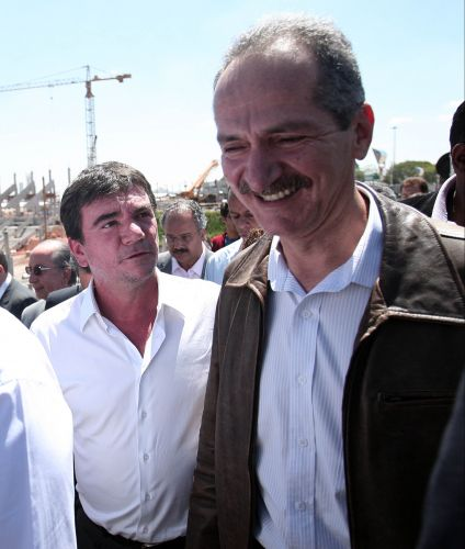O ex-presidente do Corinthians, Andrés Sanchez, ao lado do ministro do Esporte Aldo Rebelo, também compareceu na visita ao canteiro de obras do Itaquerão