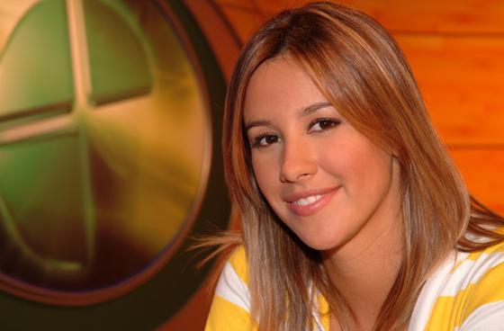 Cristiane Dias apresenta a edição nacional do programa Globo Esporte