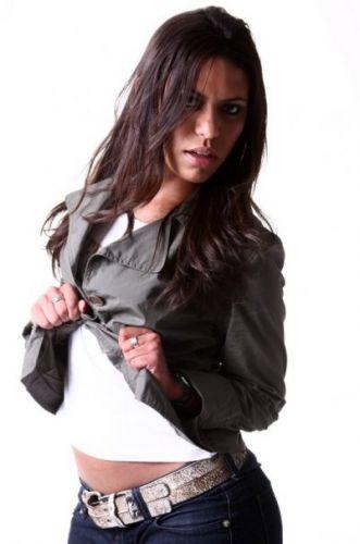 Taís Rochel esbanja estilo em foto posada. Ela está terminando a faculdade de moda e está prestes a disputar seu terceiro Pan