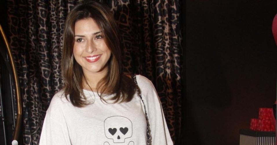 Fernanda Paes Leme vai à abertura de loja de moda íntima no Leblon, na zona sul carioca