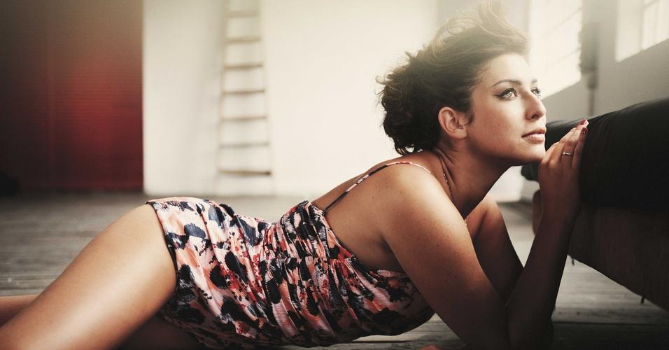 A atriz Fernanda Paes Leme em ensaio para a revista
