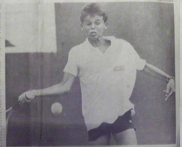 Gustavo Kuerten ainda garoto começa a dar os primeiros passos na carreira de tenista em Florianópolis