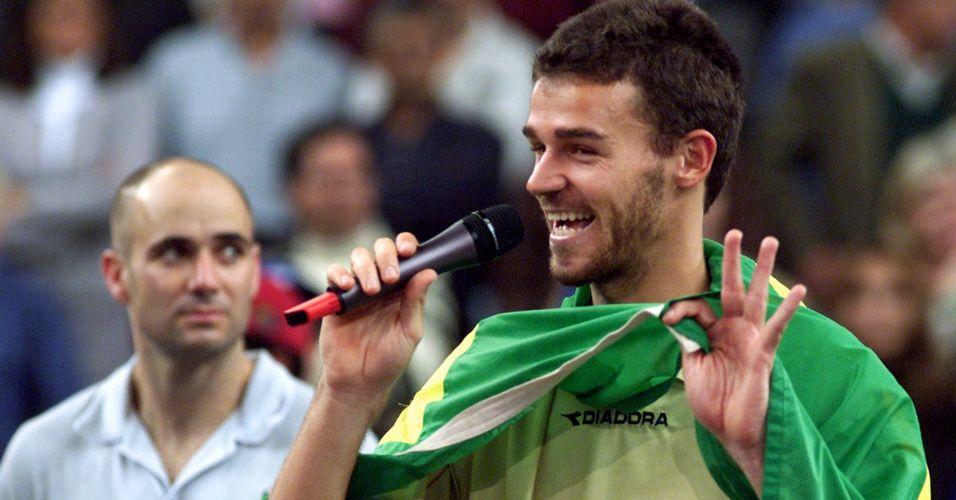 Com uma vitória incontestável contra o norte-americano Andre Agassi, Guga conquista o título da Masters Cup de Lisboa e garante a liderança do ranking no final da temporada de 2000