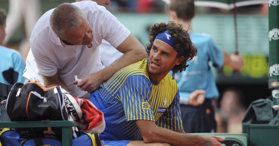 Em partida contra o francês Paul-Henri Mathieu, Gustavo Kuerten se despede das quadras em 2008 em Roland Garros, torneio que simbolizou os melhores momentos de sua carreira