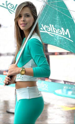 Grid girl Anucha mostra todo seu talento sob chuva na etapa de Brasília