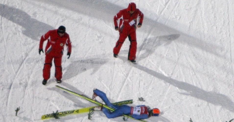 Alemão Markus Eisenbichler sofreu uma grave queda em prova de esqui saltos e desmaiou na neve