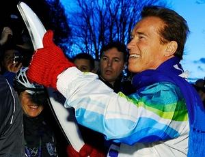 Arnold Schwarzenegger carregou a tocha durante trajeto no Stanley Park, em Vancouver