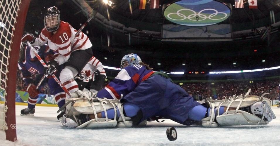 Canadense marca um dos 18 gols da