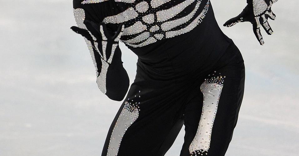 Belga compete com traje de esqueleto na patinação em Vancouver
