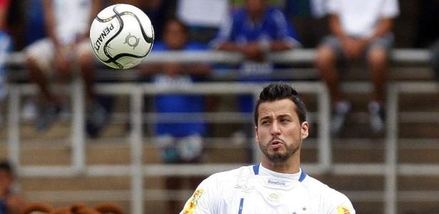 Até hoje no Cruzeiro, goleiro Fábio amargou infelicidade ao sofrer 'gol de costas' de Vanderlei