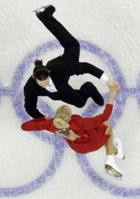 Domnina e Shabalin lideram a competição de dança no gelo