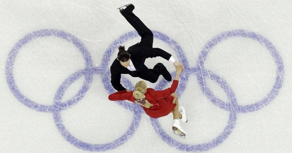 Casal da Rússia, Oksana Domnina e Maxim Shabalin, liderou o primeiro dia da dança no gelo da patinação artística