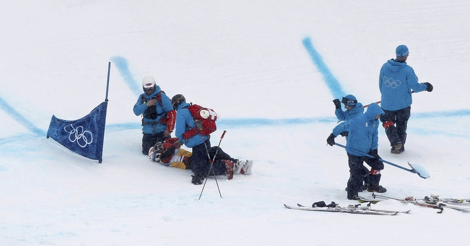 A russa Yulia Livinskaya sofre queda na competição de esqui-cross nos Jogos Olímpicos de Inverno