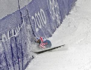 A esquiadora norte americana Lindsey Vonn cai <br>na prova de slalom gigante em Vancouver, Canadá
