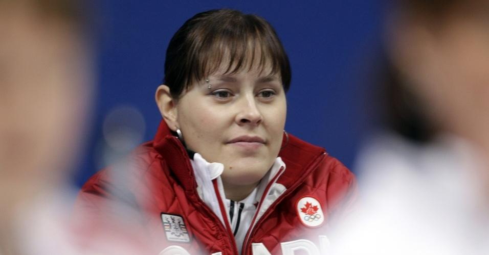 Kristie Moore, da equipe de curling canadense, disputa os Jogos grávida de quase seis meses